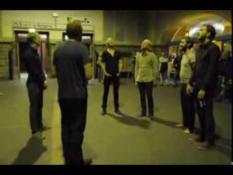 Árstíðir - Heyr himna smiður (Icelandic hymn) in train station