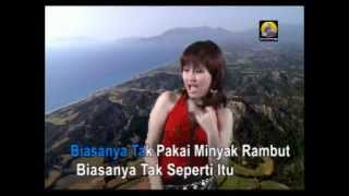 Video Minyak Wangi - Ayu Ting Ting download MP3, 3GP, MP4, WEBM, AVI, FLV Januari 2018