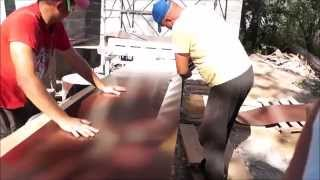 Фальцевая кровля - самая надёжная! Кровмонтаж.(В этом видео отчёт об устройстве фальцевой кровли на мансардной крыше. Монтаж мансардных окон FAKRO. Гибка..., 2015-08-26T19:14:13.000Z)