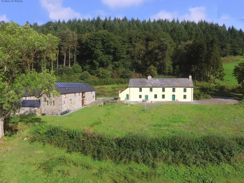 Llanwrtyd Wells Holiday Cottage - Stunning Farmhouse | Ffermdy Llanwrtyd
