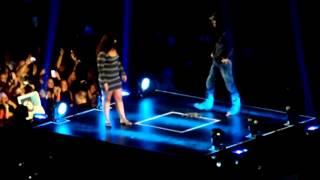 Enrique Iglesias Singing Hero to Fan! 7/29/12 Boardwalk hall Atlantic city NJ Thumbnail