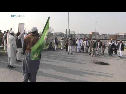 People protest Mumtaz Qadri's execution in Pakistan thumbnail