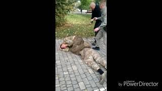 Пьяные бойцы «Правого сектора» устроили погром в парке Одессы и поплатились за это
