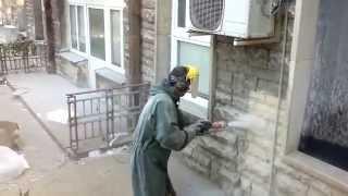 Sandblasting sandstone, wet sandblasting cleaning stone buildings and walls