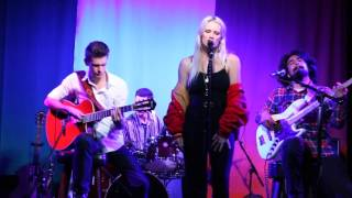 BENNETT live performance LOVE ON THE BRAIN