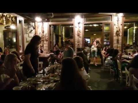 Chania Old Town sounds - Greek Music LIVE!  Wonderful Cretan Music! 2018