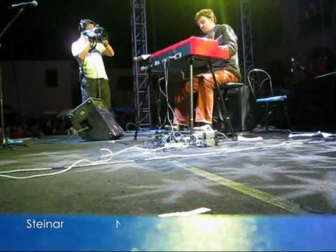 Steinar and LinDi play in ZhenJiang