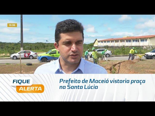 Prefeito de Maceió vistoria praça do bairro da Santa Lúcia