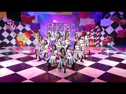 BNK48 - Oogoe Diamond (ก็ชอบ ให้รู้ว่าชอบ) @BNK48 show 16 july 2017