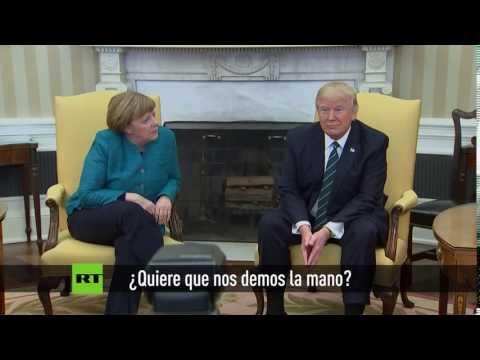 El incómodo momento en que Trump no quiere estrecharle la mano a Merkel