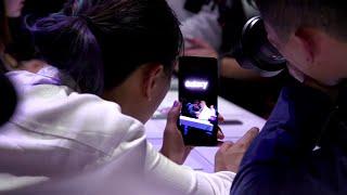 Новый смартфон Самсунг - гибкий и с зумом