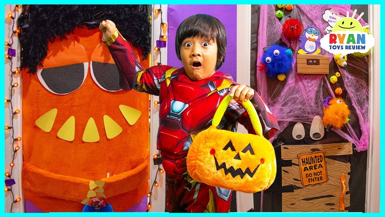 Dont HALLOWEEN Trick or Treat for Surprise Toys at the wrong door challenge!!!