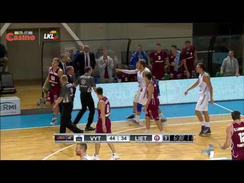 """Rungtynių momentas: S. Kulviečio ir Ž. Skučo """"pjautynės"""" pasibaigusios diskvalifikacine pražanga"""