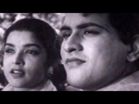 Manoj Kumar & Shobha Khote on a Romantic Date | Picnic - Romantic Scene 1/15