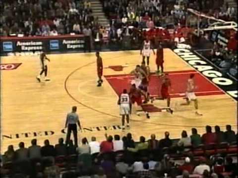 Chris Webber (33pts/10rebs/7asts/4threes) vs. Bulls (1997)