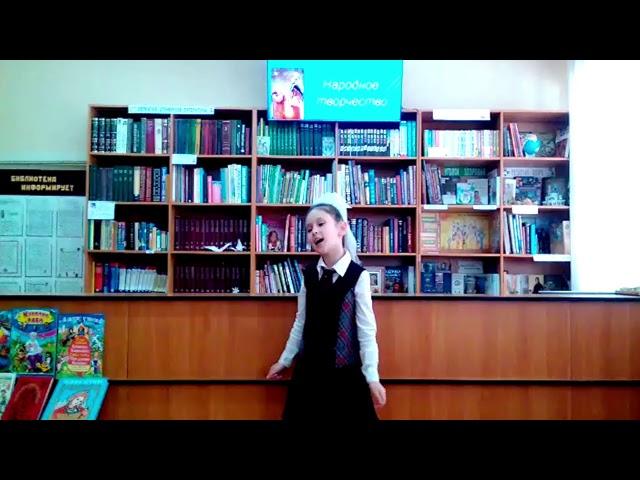Изображение предпросмотра прочтения – МавилеМуртазаева читает произведение «Русские народные потешки» (Русский фольклор )
