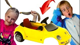 Tawaki kids pretend play with a baby car, but the car broke down.