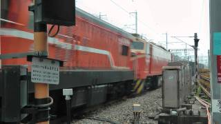 [HD] The Taiwan TRA GM EMD G12 R20 R24 pass the Banpingshan Back Lane level crossing