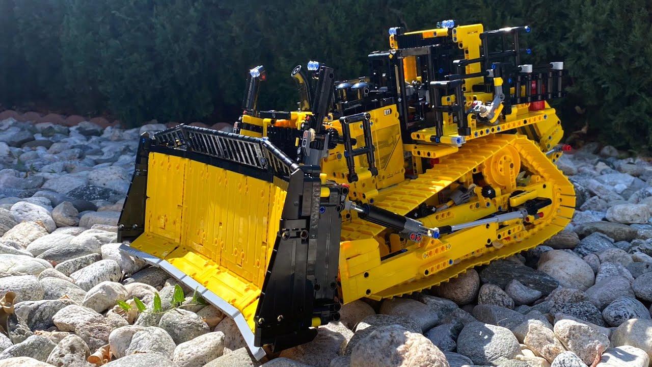 LEGO Technic Cat D11 Bulldozer Builds Itself! Set 42131