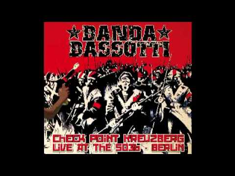 Banda Bassotti feat. Ozulù 99Posse - Rigurgito Antifascista