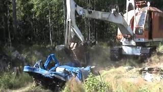 Repeat youtube video Grävmaskin Landsverk L 58 Manglar en Skåpbil.avi