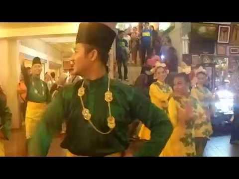 Menyedihkan Lagu rasa sayange masih di pakai di malaysia