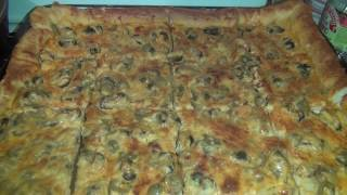 Неаполитанская пицца с морепродуктами.