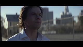 """Отрывок из фильма """"Игрок"""" / Марк Уолберг бежит под песню M83 - Outro"""