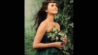 Madalina Manole-Stai langa mine mama