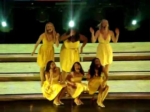 Glee Live 2010- Halo/ Walking On Sunshine