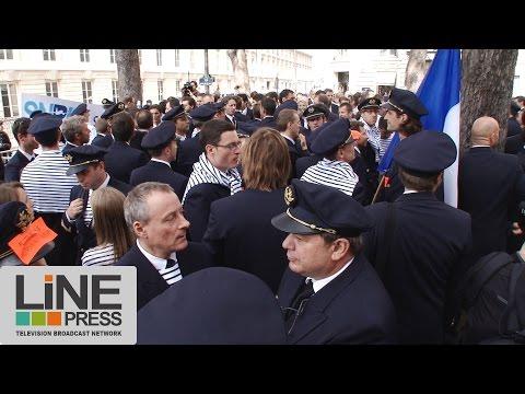 Pilotes d'Air France devant l'Assemblée Nationale / Paris - France 23 septembre 2014