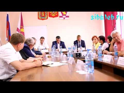 Министр Виталий Денисов и депутат ЗС края Алексей Протопопов провели совещание в Ужуре