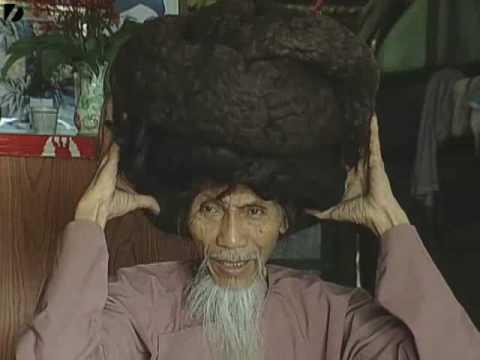"""Uomo con i capelli piрів""""– lunghi del mondo"""