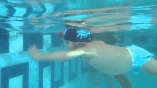 Раннее плавание - плавает ребёнок 1.5г.