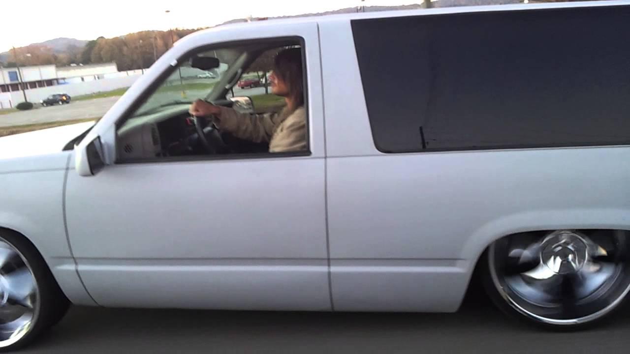 2 Door Tahoe >> BAGGED BODYDROPPED CHEVY TAHOE - YouTube