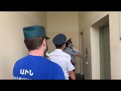 Տեսանյութ.Ոստիկաններն ու ԱԻՆ ծառայողներն այցելում են ինքնամեկուսացման մեջ գտնվող անձանց բնակավայրեր