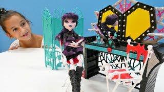 Видео для девочек Монстер Хай: Элизабет и распаковка