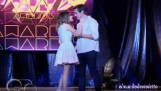 Leon y Violetta cantan ''Podemos''