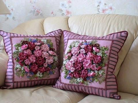 Декративные подушки на диван вышитые лентами - YouTube d27e5a3e56cd6