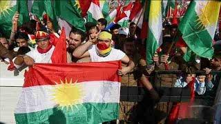 Miles de personas participan en un acto por la independencia del Kurdistán