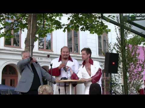 Peter och Stefan i Larz-Kristerz blir intervjuade på Larmtorget i Kalmar 2010-07-01