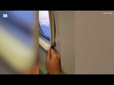 Παράθυρο αεροσκάφους ξεκολλάει από τη θέση του -Απίστευτο περιστατικό στην καμπίνα επιβατών