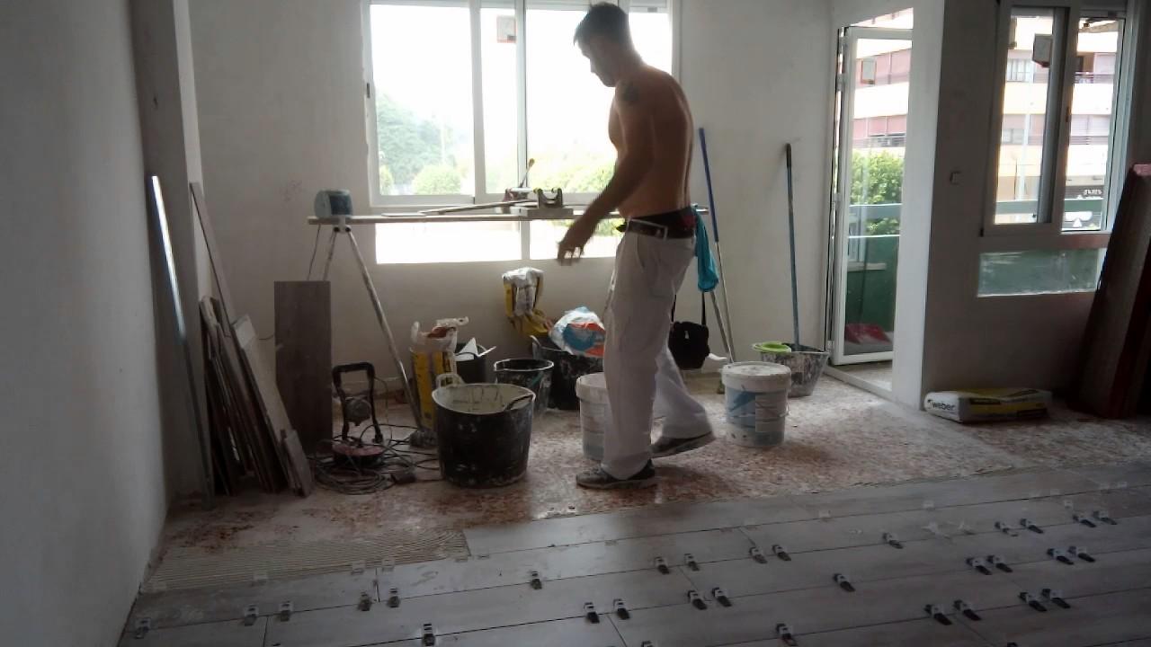 Colocación suelo porcelanico - YouTube