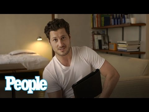 "Val Chmerkovskiy Rates His Shirtless ""DWTS"" Moments 
