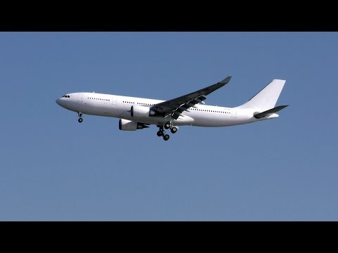 [4K] Airplane Colored by White  (VP-CBE / A330-202 / HongKong Jet / 2015-12-12 11:24 JST / HND)