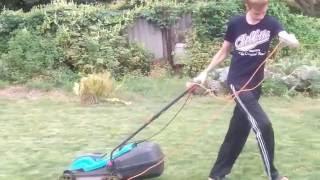 видео Электрическая газонокосилка Gardena PowerMax 32 E
