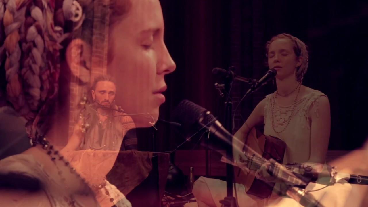 Download Ajeet Kaur - Kiss the Earth (La Luna) [Live in Amsterdam]