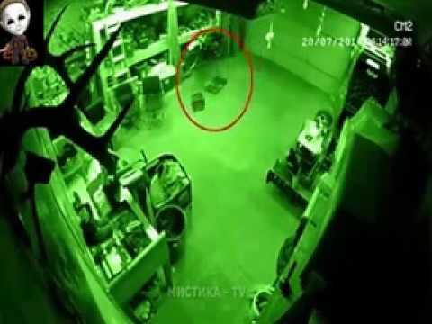 कमज़ोर दिल वाले ना देखें  REAL GHOSTS CAUGHT ON CCTV CAMERAS 2017