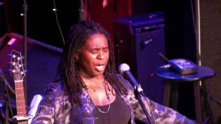 "Ruthie Foster LRBC 2010 ""People Grinnin In Your Face"""