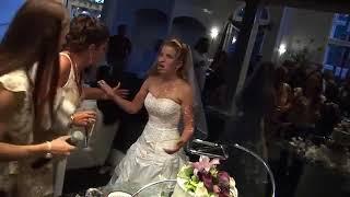 Жених, невеста и свадебный торт